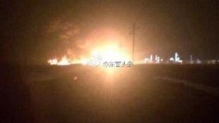 社交網絡披露的山東東營化工廠爆炸場面