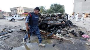 伊拉克警察在发生恐袭的现场,2016年5月1号,萨马瓦