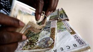 Billets de banque F CFA.