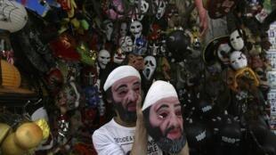 南京街头出售本拉登面具