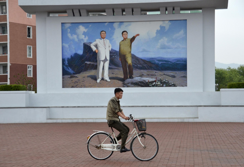 Tại Bắc Triều Tiên, hình ảnh lãnh tụ Kim Nhật Thành có mặt khắp nơi.