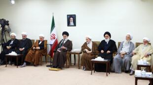 آیت الله خامنه ای، رهبر جمهوری اسلامی ایران در دیدار با اعضا مجلس خبرگان رهبری