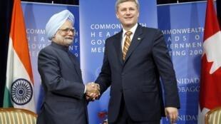 Le Premier ministre canadien, Stephen Harper, et son homologue indien, Manmohan Singh, lors du sommet du Commonwealth, le 28 novembre 2009.