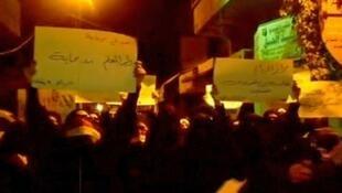 Protestos diários e centenas de mortes de civis na Síria já duram cinco meses.