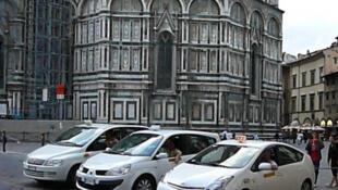 Italia: el sector del taxi reaccionó antes las reformas del Gobierno italiano pues hasta ahora ha sido un 'lobby' intocable.
