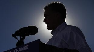 Mitt Romney tranforma comício em evento para vítima do ciclone Sandy.