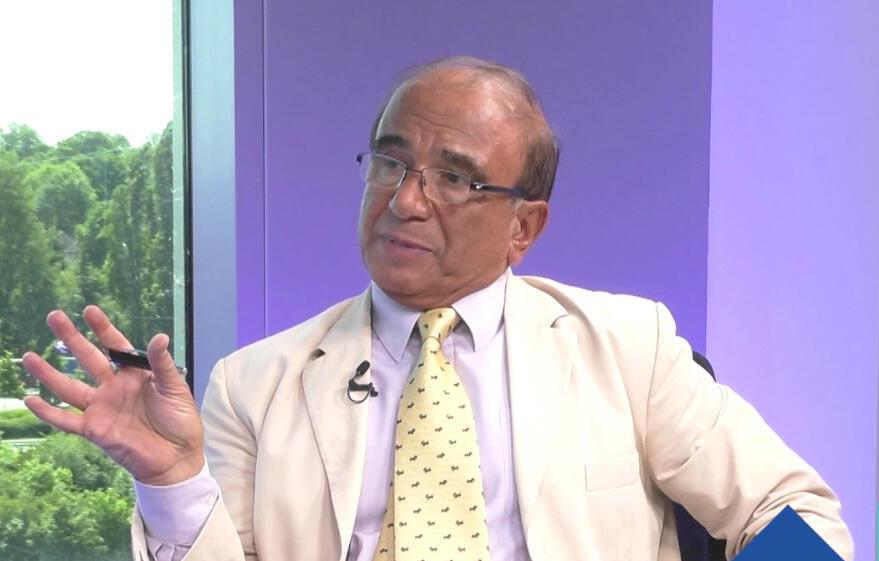حسن منصور، اقتصاددان در بریتانیا