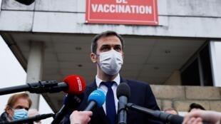 França alarga leque de pessoas que poderão beneficiar da vacina anti-Covid