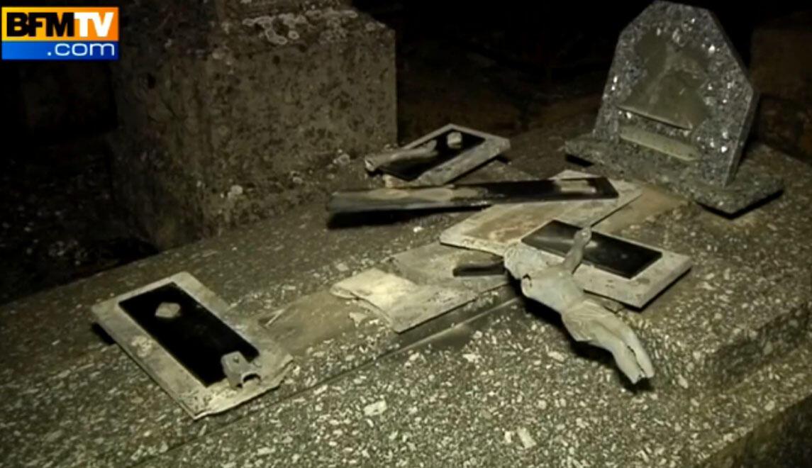 Cerca de 40 túmulos foram profanados na madrugada desta terça-feira (4 ) no cemitério cristão de Labry, em Meurthe-et-Moselle, na França.