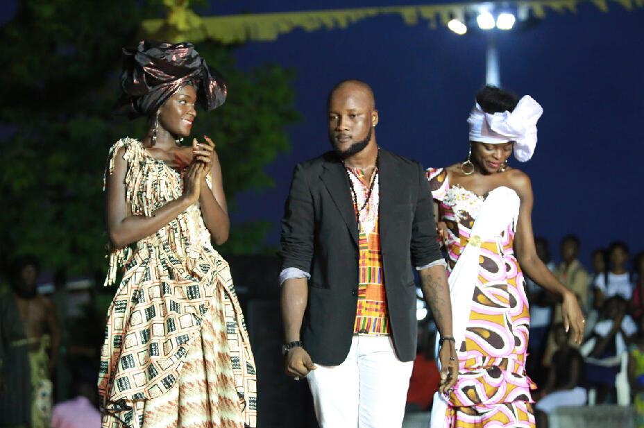 Mustapha Traoré, styliste ivoirien, lors du défilé au Masa 2014 à Abidjan.