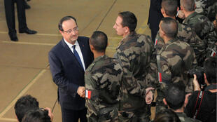 French President François Hollande meets the troops in Bangui