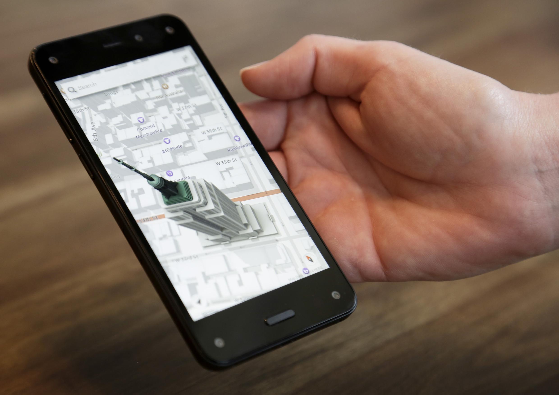 Amazon lança Fire Phone, um smartphone com câmera 3D.