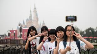O primeiro parque temático da Disney na China foi é inaugurado, em Xangai nesta quinta-feira 16.