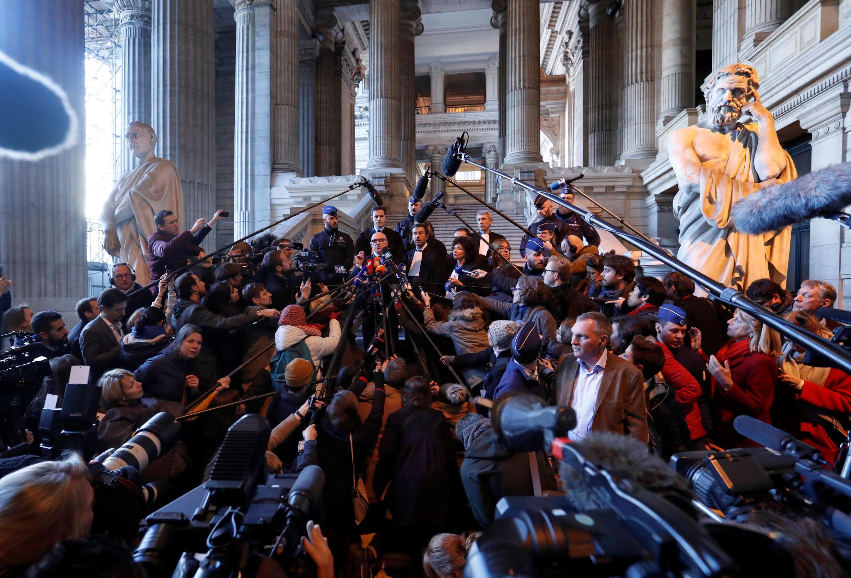Cựu chủ tịch Catalunya Carles Puigdemont đến trình diện tòa, Bruxelles, ngày 17/11/2017.