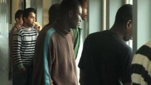 لیگ حقوق بشر، فدراسیون والدین دانش آموزان فرانسه و چندین نهاد دیگر روز دوشنبه با راه اندازی کمپینی نسبت به محروم شدن نوجوانان پناهجو و بدون خانواده از رفتن به مدرسه هشدار دادند.