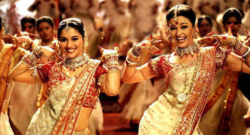 Cena de Devdas de Sanjay Leela Bhansali, momento vibrante de Bollywood.