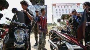 Khám  soát nghiêm ngặt tại Narathiwat, miền Nam Thái Lan, trườc vòng xoáy bạo lực. Ảnh ngày 08/03