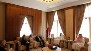 دیدار جیمز ماتیس، وزیر دفاع آمریکا و رئیس پنتاگون، با تمیم بن حامد آل ثانی امیر قطر. دوحه شنبه ٢ اردیبهشت/ ٢٢ آوریل ٢٠۱٧