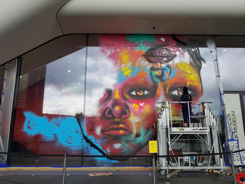 Intervenção da artista carioca Panmela Castro no museu Stedelijk, em Amsterdã.
