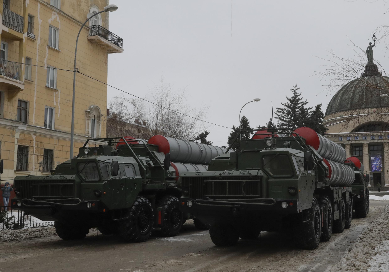 Ảnh minh họa: Tên lửa S-400 của Nga chuẩn bị diễu binh kỷ niệm chiến thắng trận Stalingrad trong Thế chiến thứ 2, ngày 02/02/2018 tại thành phố Volgograd.