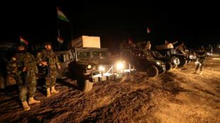 Des soldats peshmergas, au nord de Mossoul, lors de l'opération de libération de la deuxième ville d'Irak aux mains de l'organisation Etat islamique, le 19 octobre 2016.