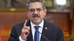 Manuel Merino anuncia su dimisión de la presidencia de Perú desde el Palacio Presidencial en Lima, el 15 de noviembre de 2020