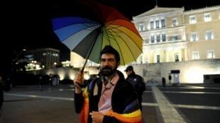Парламент Греции утвердил законопроект, разрешающий однополые союзы.
