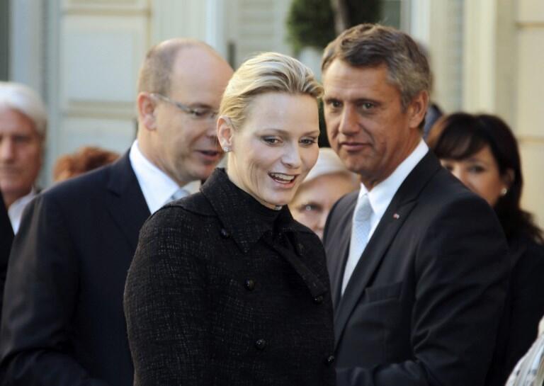 Филипп Нармино (справа) рядом с принцем Альбером и принцессой Шарлен. Фото 2011 года