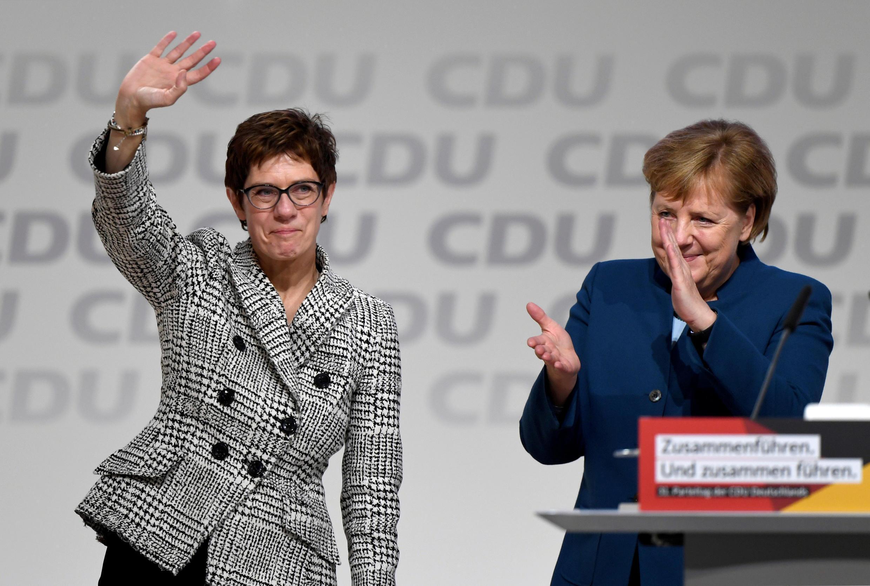 Annegret Kramp-Karrenbauer sucede Angela Merkel na liderança da CDU.
