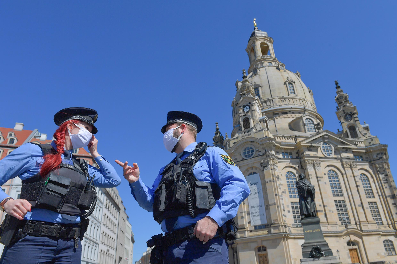 Полицейские в Дрездене. 20 апреля 2020 г.