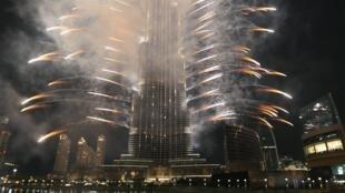 Fogos de artifício em Dubai depois do anúncio da vitória da cidade para sediar a Expo 2020.