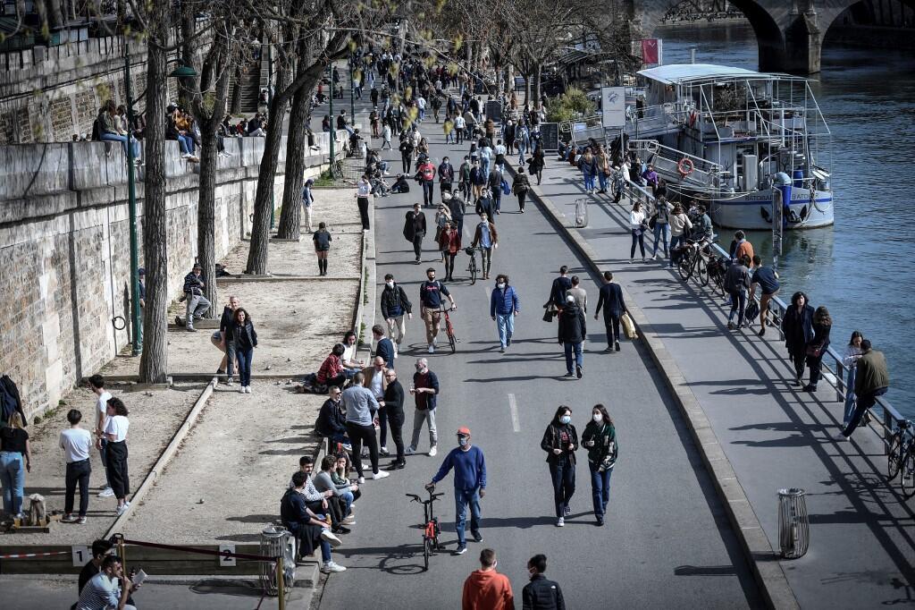 Seine River banks - quais de Seine Paris