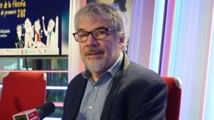 Jorge Kurchan en los estudios de RFI