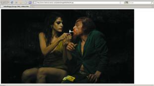"""La Belle et la Bête. Eva Mendes (Kay M.) et Denis Lavant (Monsieur Oscar) dans """"Holy Motors"""" de Leos Carax."""