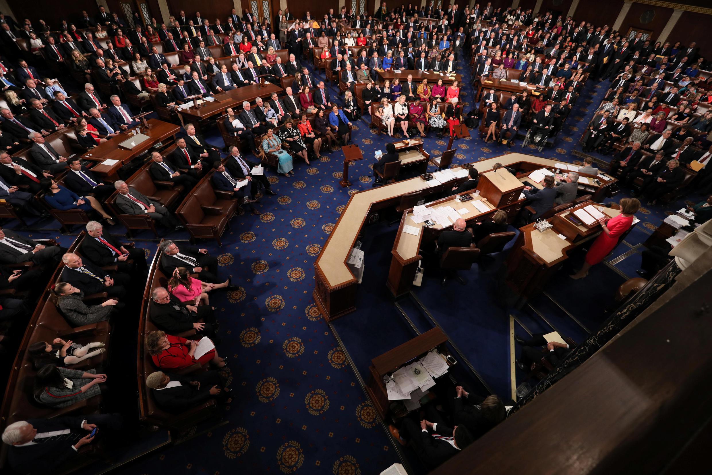 مجلس نمایندگان آمریکا قطعنامۀ برقراری روند چگونگی بررسی و برکناری دونالد ترامپ را در جلسۀ عمومی به تصویب رساند.