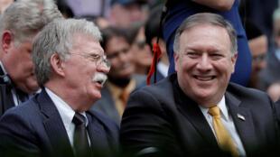 Ảnh minh họa: Cố Vấn An Ninh Quốc Gia Mỹ John Bolton (t) và ngoại trưởng Mike Pompeo họp báo tại Nhà Trắng ở Washington (Mỹ) ngày 07/06/2018.