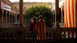 Biểu tượng màu cờ sắc áo của Catalunya tại Đại học Barcelona ngày 22/09/2017.