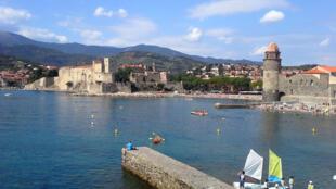 La bahía  y el Castillo Real de Collioure.