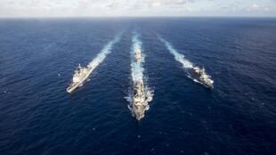 Ngày 14/03/2018, khu trục hạm USS Mustin dẫn đầu đội hình gồm tuần dương hạm USS Antietam (t), khu trục hạm USS Curtis Wilbur và chiến hạm Nhật Bản JS Fuyuzuki (p) nhân cuộc tập trận Multi-Sail 2018.
