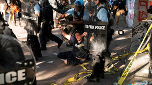 2020-06-02T031218Z_1512761383_RC2R0H9CIOH5_RTRMADP_3_MINNEAPOLIS-POLICE-PROTESTS-WASHINGTON