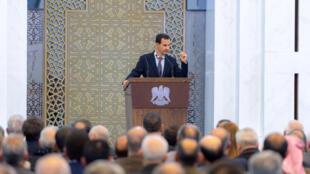 Le président syrien Bachar el-Assad lors d'une rencontre avec des leaders politiques locaux, à Damas, le 17 février 2019.