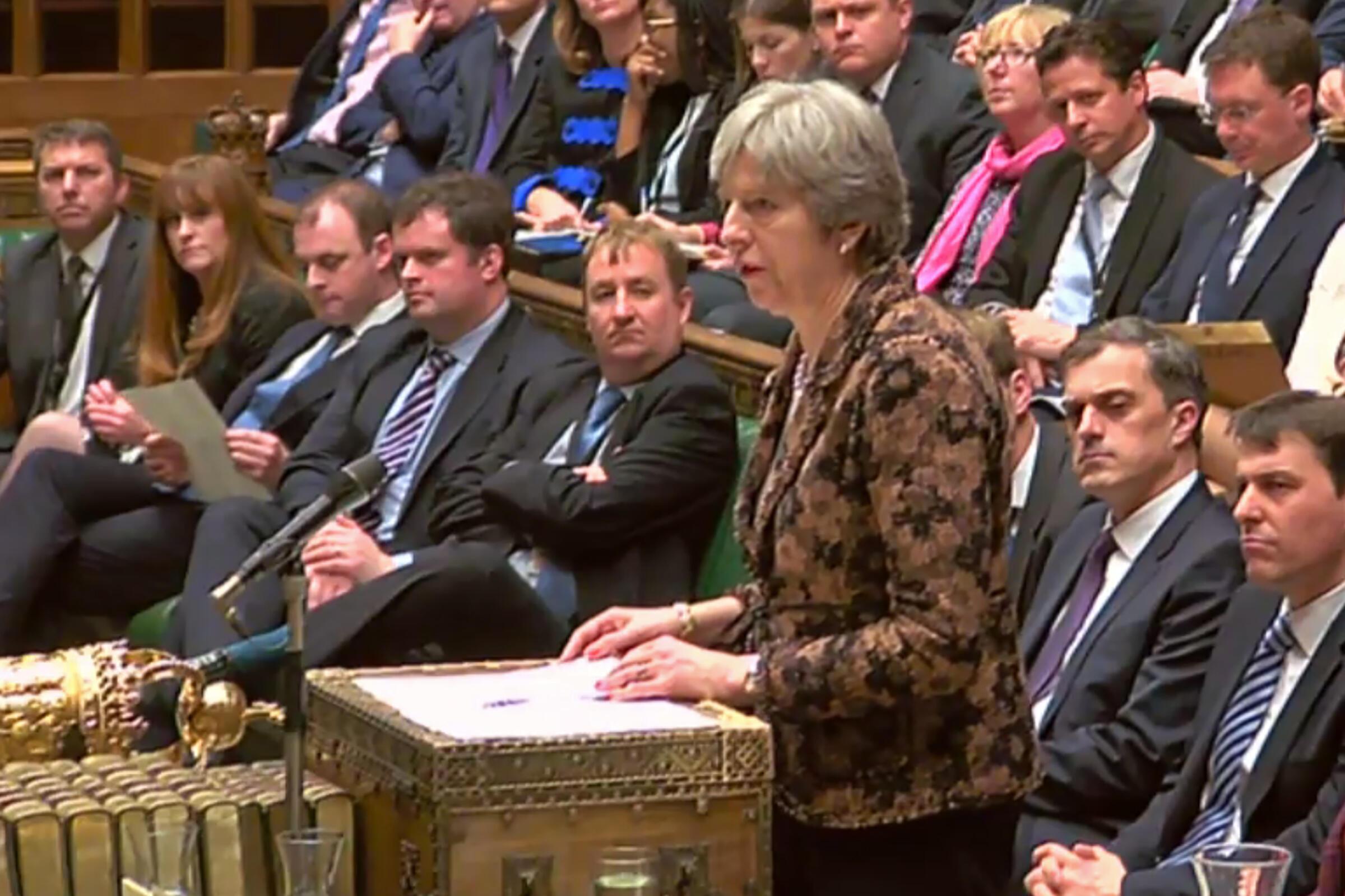 A primeira-ministra britânica Theresa May afirmou nesta segunda-feira (12) no Parlamento do Reino Unido que é muito provável que a Rússia esteja por trás do atentado com agente neurotóxico contra o ex-espião russo Serguei Skripal e sua filha Yulia.