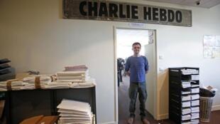 Le dessinateur Charb, directeur de publication de «Charlie Hebdo» dans les locaux du journal, en septembre 2012.
