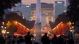 12月25日香街上的聖誕彩燈