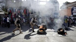 La manifestation, pour protester contre le processus électoral, s'est achevée avec des confrontations musclées avec la police, le 19 janvier 2016.