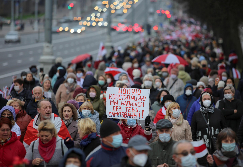 2020-11-02T175302Z_946690743_RC25VJ9Z8Q6R_RTRMADP_3_BELARUS-ELECTION-PROTESTS