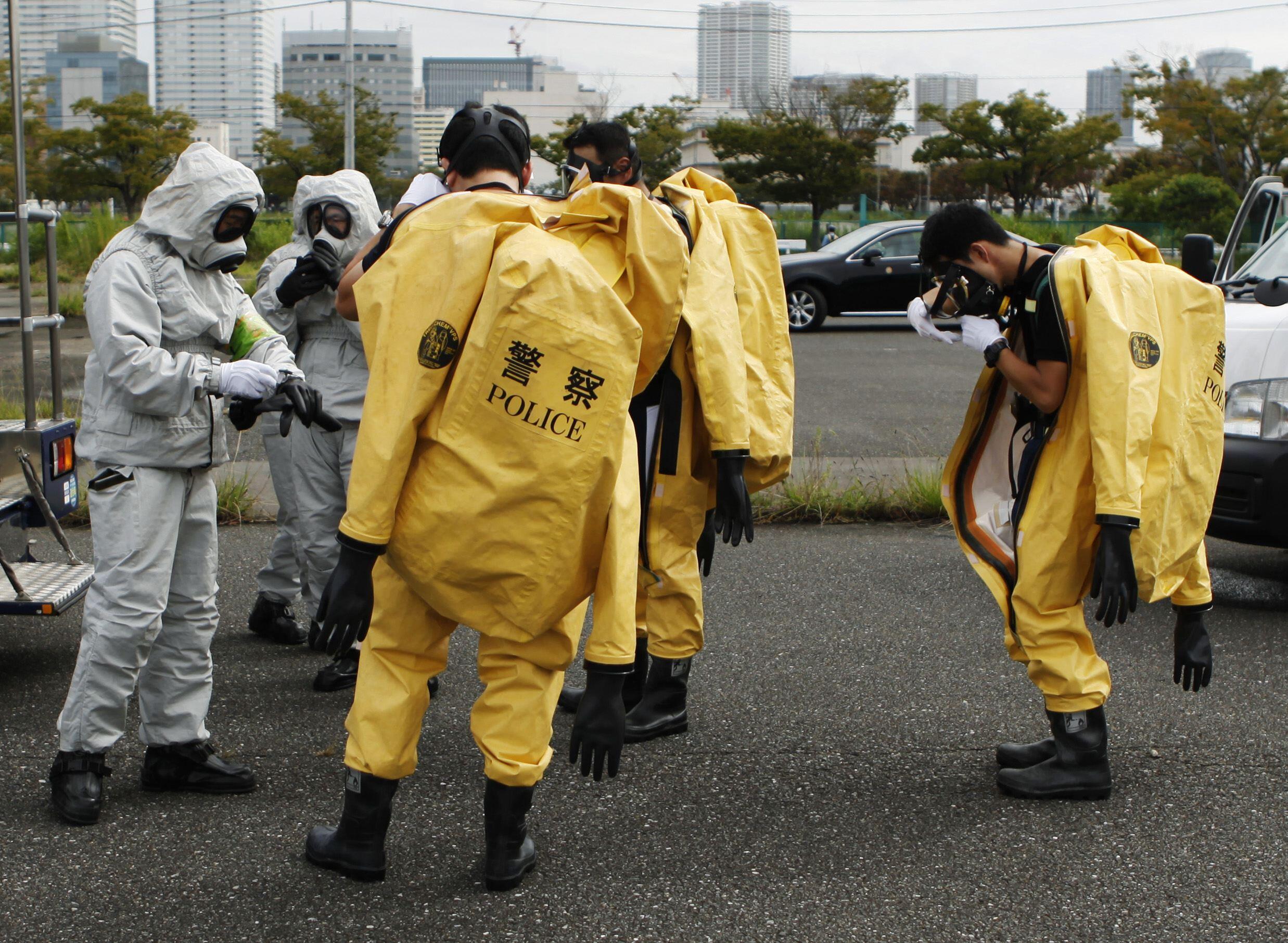 Polícia japonesa participa de exercício de simulação de terremoto nesta quinta-feira.