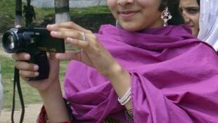 La jeune blogueuse Malala Yousafzai a été attaquée, mardi 9 octobre, par deux hommes armés.