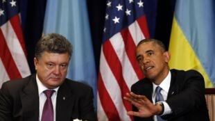 Tổng thống Ukraina Petro Porochenko và Tổng thống Mỹ Barack Obama - REUTERS /Kevin Lamarque
