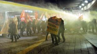 Une manifestation contre la loi sur la sécurité intérieure, réprimée à Ankara, le 11 mars 2015.